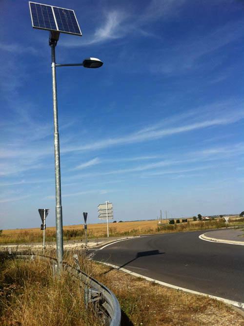 Lampadaire solaire sur mât en acier galvanisé de 7m