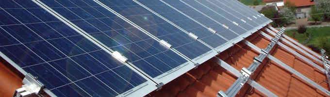 Rails de fixations pour panneaux solaires sur toiture