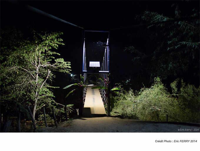 Lampadaire solaire installé au Laos