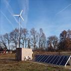 Energiedouce - Site isolé hybride solaire et éolien France 1