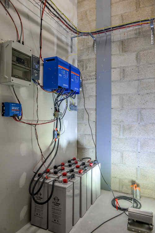 Local technique batteries solaires et électronique chez Energiedouce