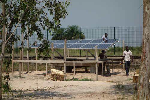 Installation batteries et panneaux solaires Energiedouce Congo